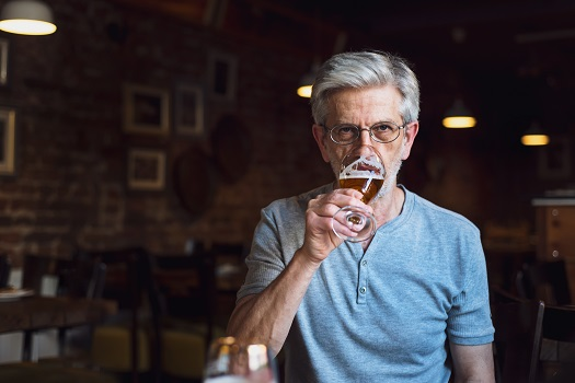 What Foods & Drinks Seniors with Dementia Should Avoid in Tampa Bay, FL