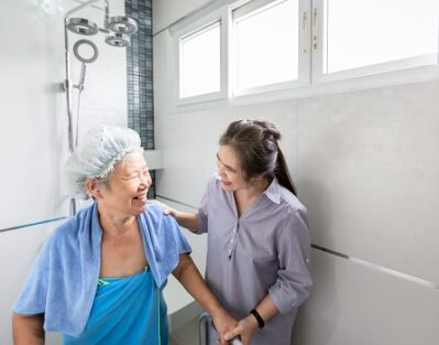 Ways for Assisting Your Aging Parent with Personal Hygiene Tasks in Tampa Bay, FL