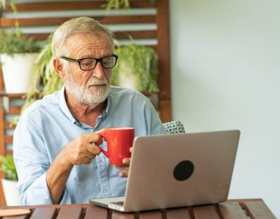 Tips for Older Adults to Supplement Their Incomes in Tampa Bay, FL
