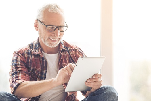 Why Should Aging Adults Use Social Media Sites in Tampa Bay, FL