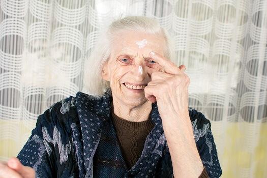 Tips for Seniors to Avoid & Treat Skin Tears in Tampa Bay, FL
