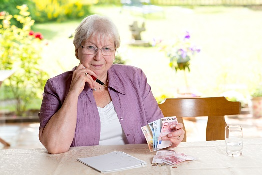 Common Financial Issues Among Seniors in Tampa Bay, FL